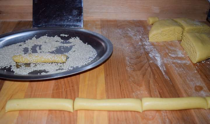 Cut the ropes into equal length pieces and roll each piece in sesame seeds.