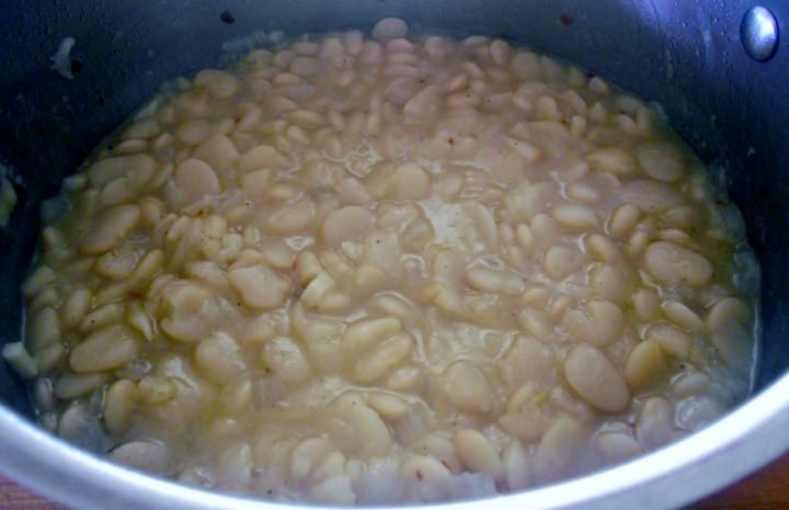 Cooked Lima beans in a pot.
