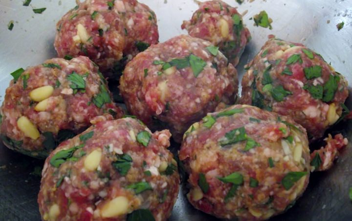 Raw meatballs ready to fry.