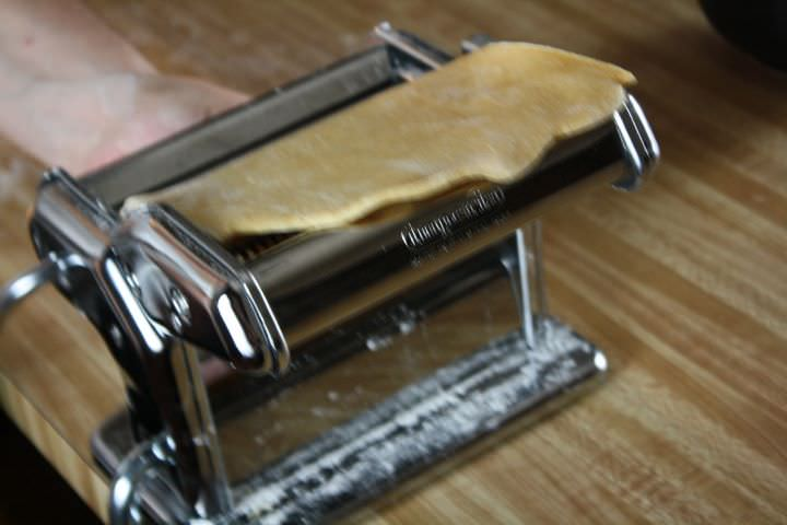 Rolling pasta with a pasta roller