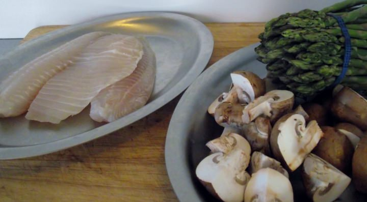 Ingredients for the plate: tilapia, asparagus, and mushrooms.