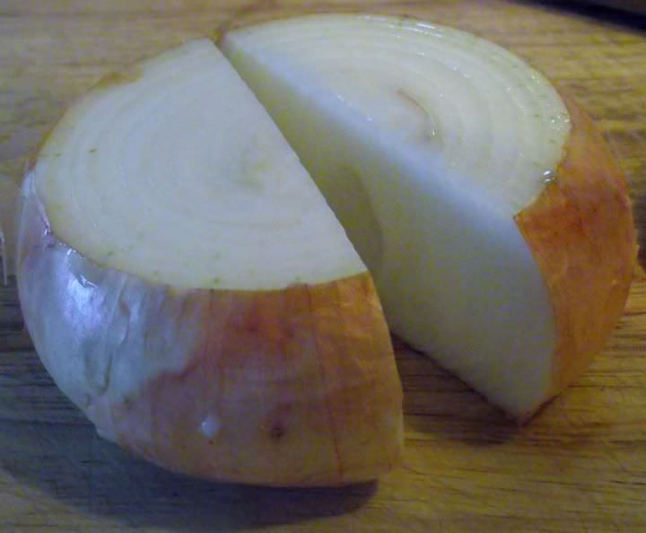 Slice the onion in half through its axis.