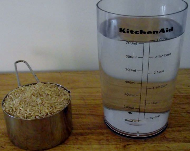 Ingredients for brown rice: rice and water.