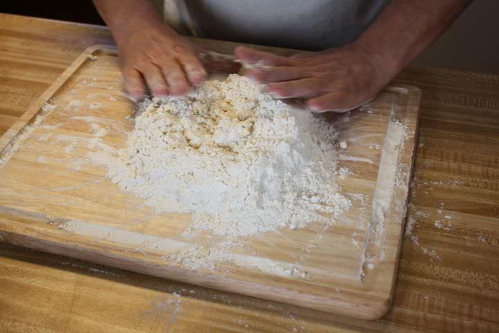 Working pasta dough